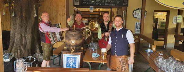 Wirtshauswiesn mit Augustiner Bier als Oktoberfest- Ersatz